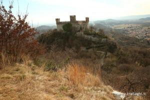 Vista sul castello di Montalto Dora