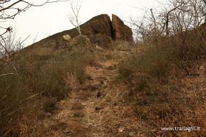 Ai piedi del monte, svoltare a sinistra