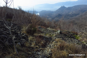 Sulla seconda costa del Margut, con Lago Pistono e Castello di Montalto a vista